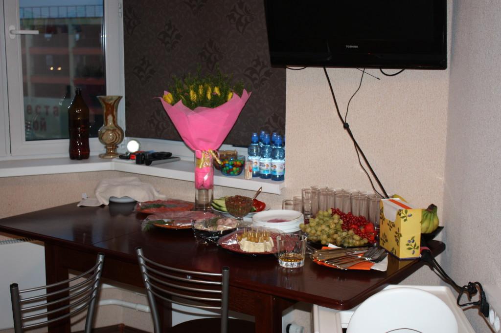 Праздничный стол на день рождения Микаэля