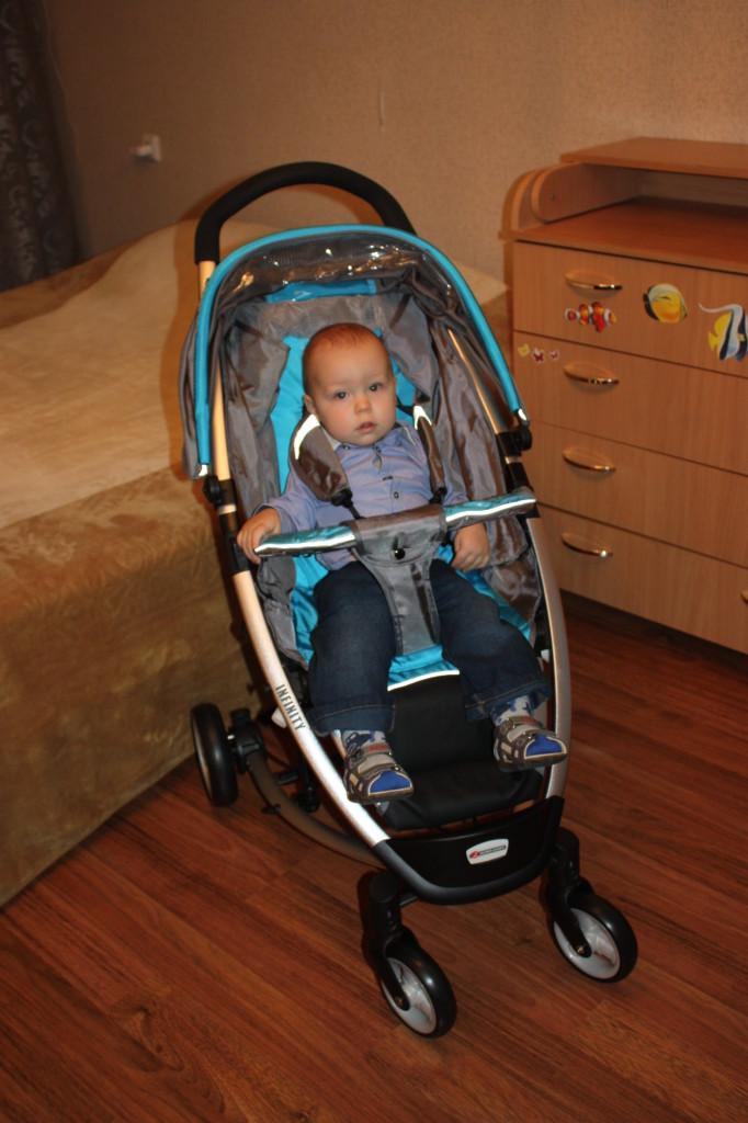 Мика в новой коляске